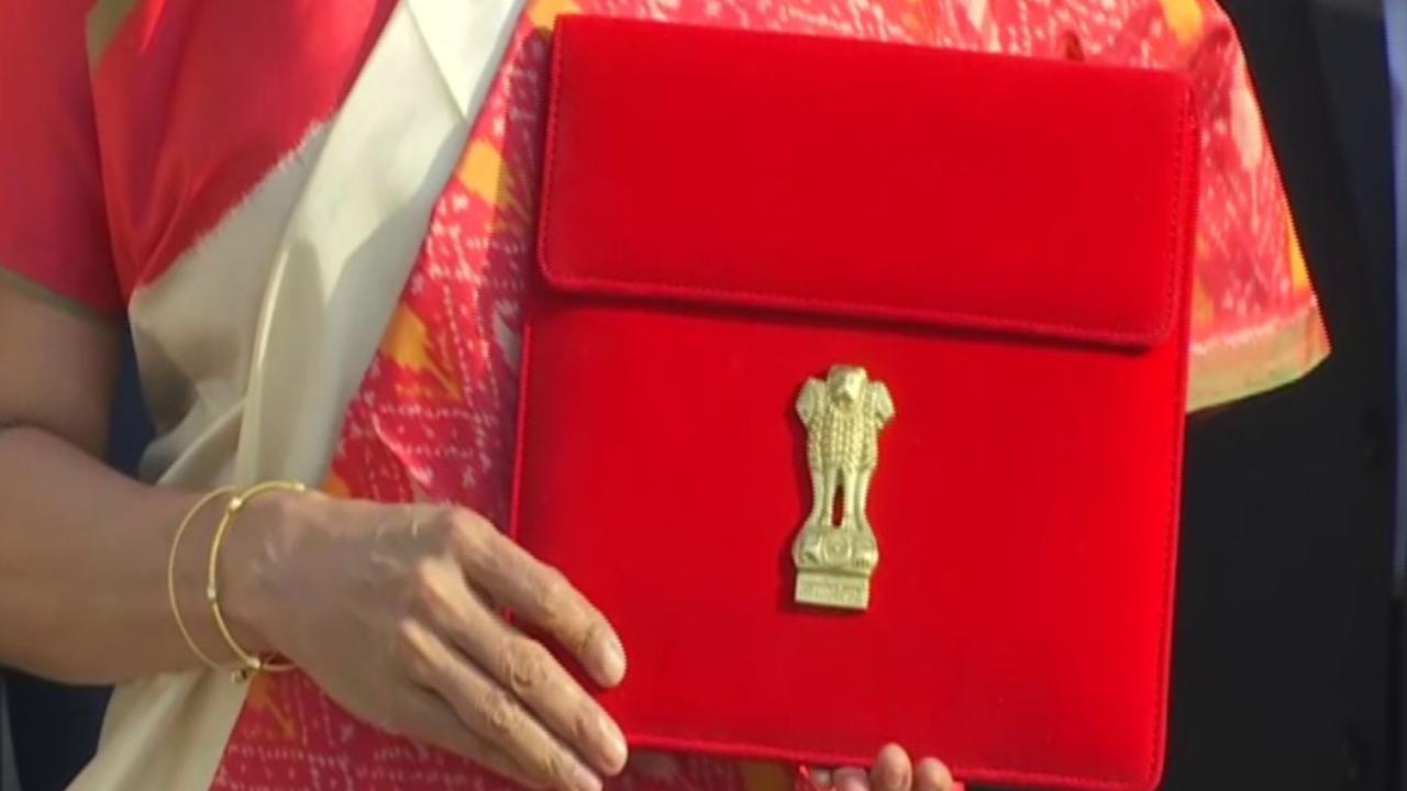 Union Budget 2021: Finance minister Nirmala sitharaman replace bahi khata with a tablet