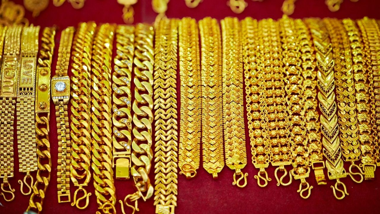 Gold Price Down: Gold became even cheaper; Gold and silver prices fell sharply today