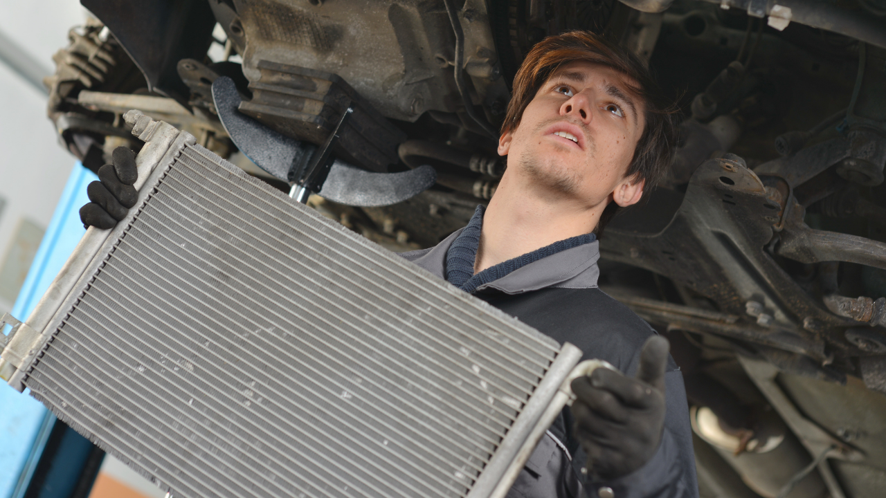 4 Most Common Warning Signs Telling You Your Car's Radiator Needs Repair